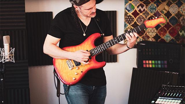 Breaking Barriers: Guitarist Meets GROOVEBOX