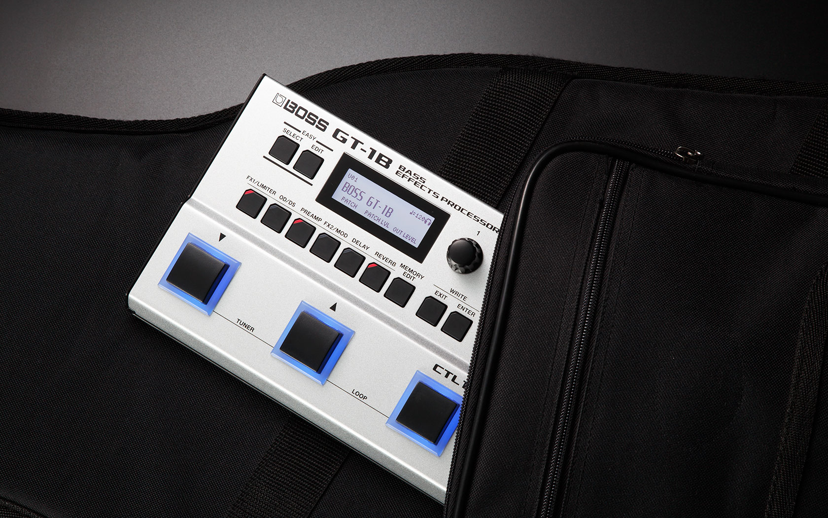 Boss GT-1B makkelijk mee te nemen in een gitaartas omdat hij compact is