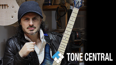 BOSS TONE CENTRAL SY-300 gespeeld door Alex Hutchings