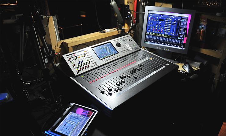 タブレットPCによる遠隔操作で、演奏者の側に立ったミックスを実現