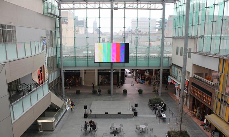 公共大型ディスプレイをつかったイベントの映像演出をV-800HDがサポート