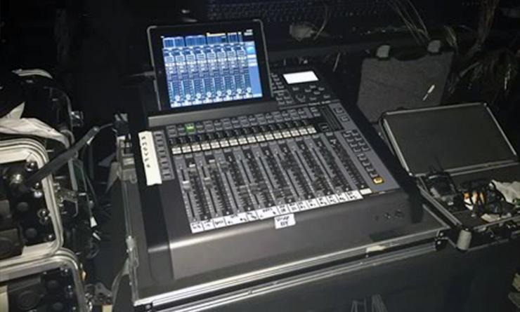 DRAGON FORCEのライブで活躍するローランドV-Mixer M-200i