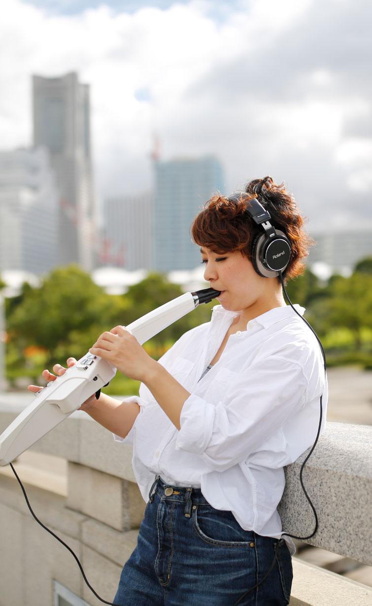 Roland Aerophone AE-10 Digital Wind Instrument 7