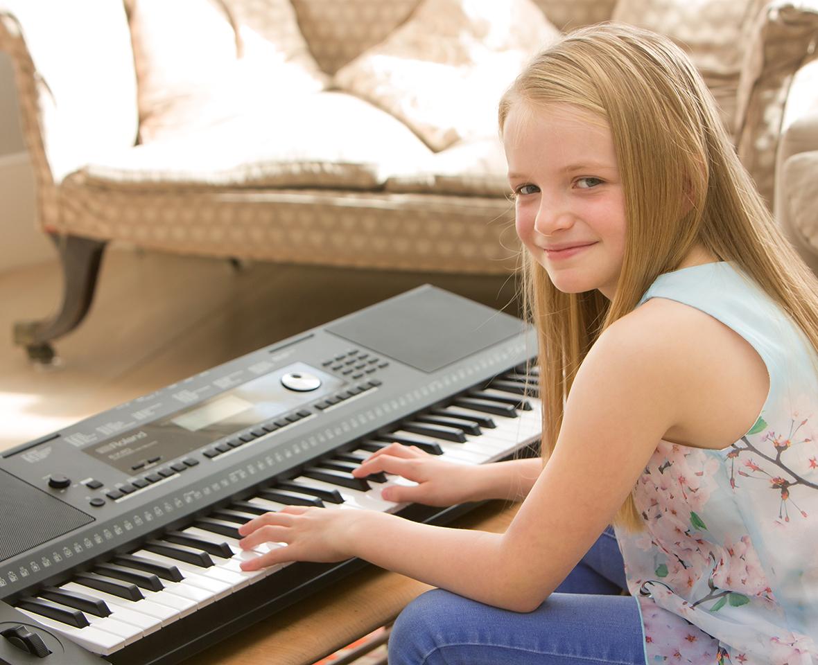 e-x20_pro_onboard_piano.jpg