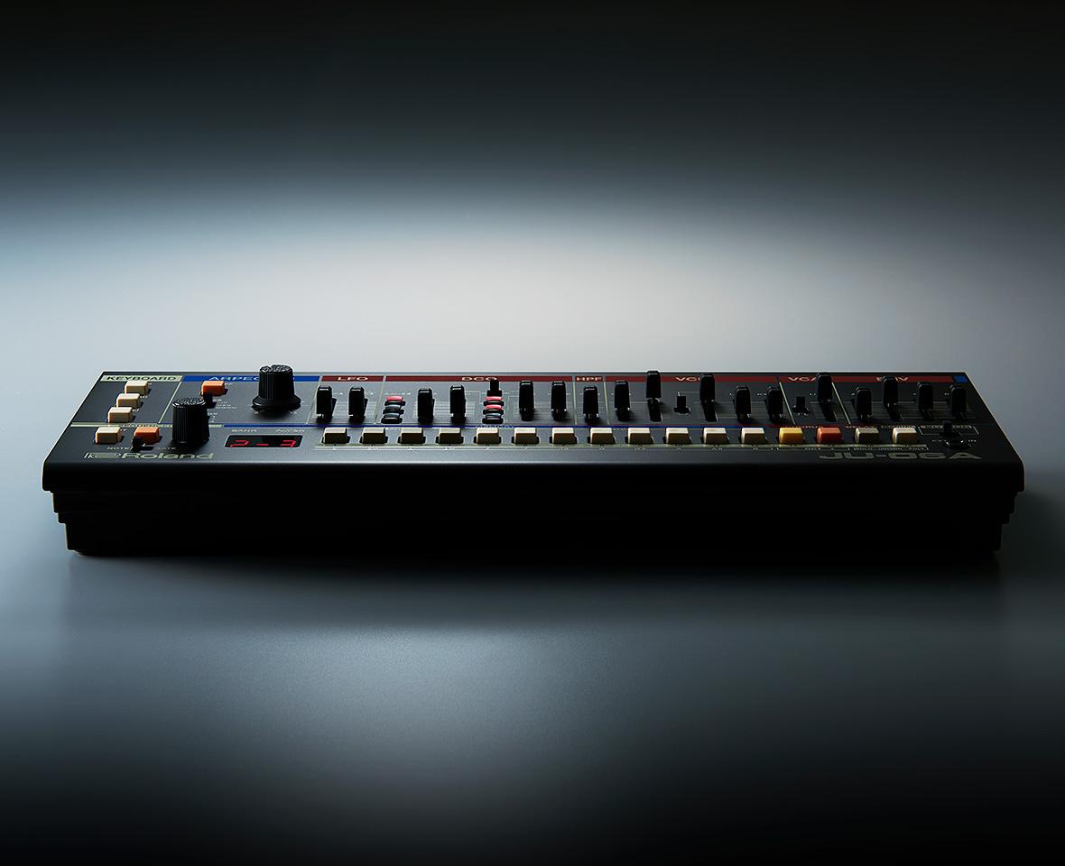 Roland JU-06A